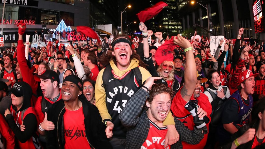 TORONTO, ON - JUNE 10: Fans watch in the fourth quarter as they gather at Jurassic Park to watch the Golden State Warriors play against the Toronto Raptors during Game Five of the 2019 NBA Finals at Scotiabank Arena on June 10, 2019 in Toronto, Canada. (Photo by Tom Szczerbowski/Getty Images)